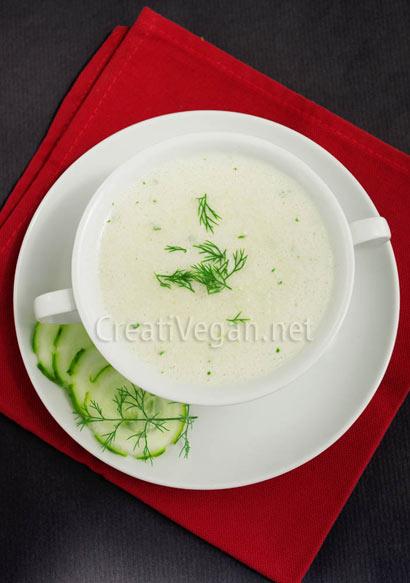 Sopa de pepino y coco, de CreatiVegan