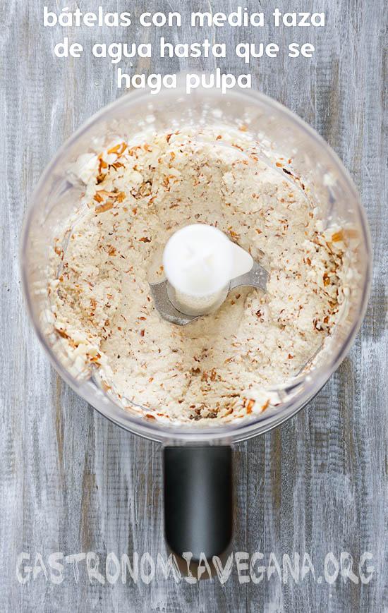 Tutorial: cómo hacer leches vegetales caseras. Batir las almendras.