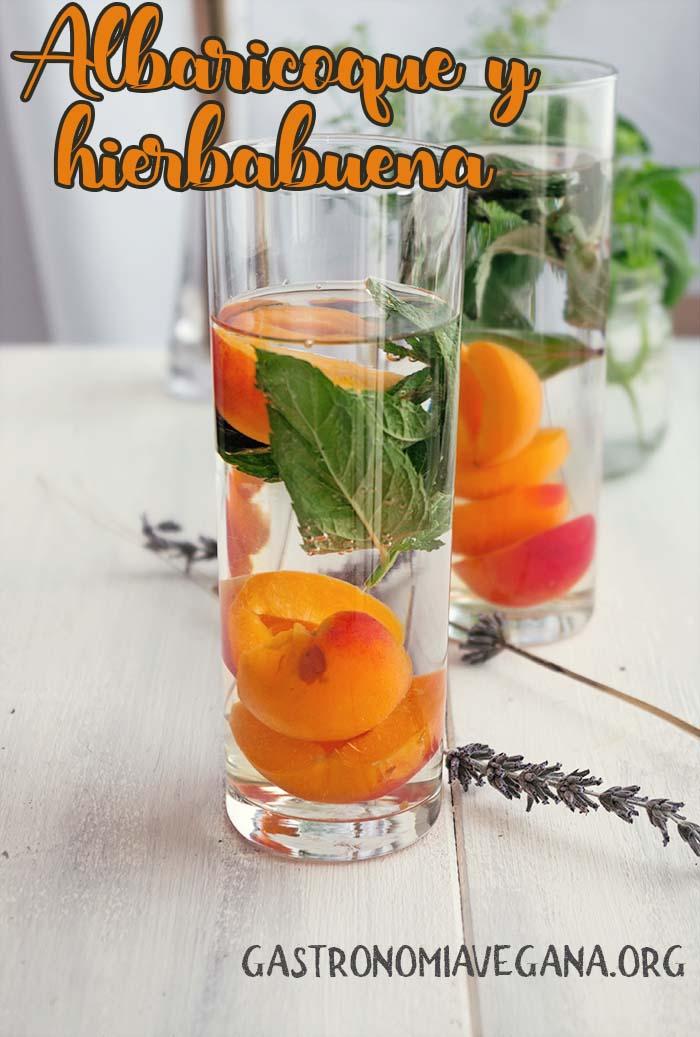 Aguas aromatizadas: albaricoque y hierbabuena - GastronomiaVegana.org
