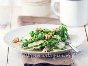 Acelgas al ajillo con nueces - tutorial Cómo cocinar con acelgas - gastronomiavegana.org